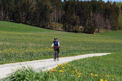 Die Greifensteinregion startet mit sechs neuen Radrouten in die Saison 2021. Das Foto entstand vor wenigen Tagen nahe Thalheim. Zum großen Teil wurden für die Runden bereits als Radwege ausgewiesene Strecken genutzt.