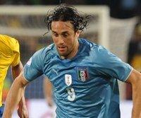 Italiens Nationalstürmer Luca Toni will den Bayern treu bleiben