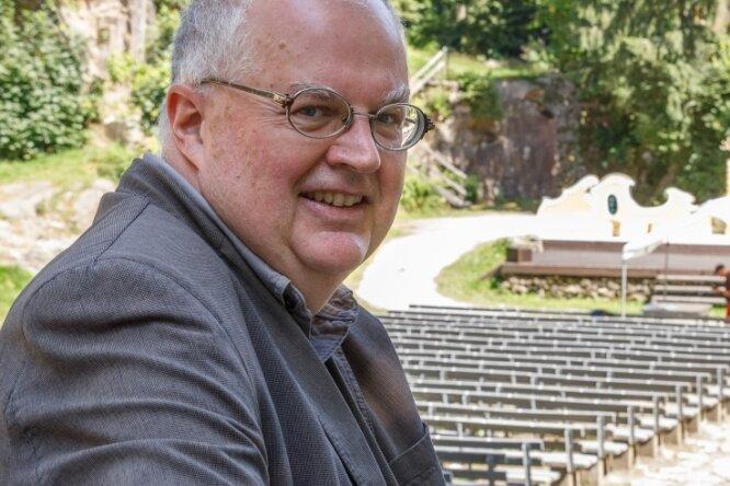 """Mit seiner Inszenierung der Operette """"Der Vogelhändler"""" verabschiedet sich Intendant Ingolf Huhn von seinem Theaterpublikum im Erzgebirge und vom Eduard-von-Winterstein-Theater in Annaberg-Buchholz."""