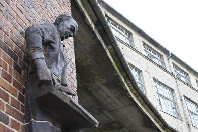 Der Komplex der ehemaligen Firma Herrmann-Dittrich an der Frohnbachstraße in Limbach-Oberfrohna. Einst wurden hier Handschuhe und später auchandere Kleidungsstücke produziert.