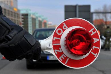 Bei einer Kontrolle in Netzschkau sind der Polizei zwei Verkehrssünder ins Netz gegangen (Symbolbild).