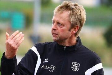 Stets engagiert und dirigierend an der Linie: Tobias Moritz, Trainer des VfB Annaberg.