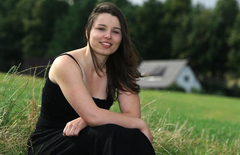 """<p class=""""artikelinhalt"""">In ihrem Heimatort Langenchursdorf hat Nicole Hartig beim Kurzurlaub übers Wochenende mal etwas Abstand vom Großstadttrubel gewonnen. </p>"""