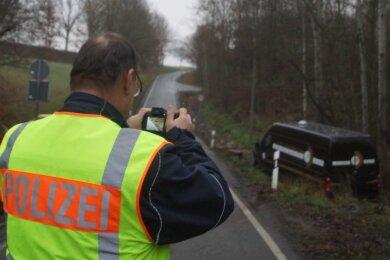 Der Waldsachsener Weg war für Unfallaufnahme und Bergungsarbeiten am Freitagmorgen gesperrt.