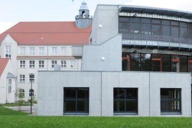 Beim Gymnasium in Limbach-Oberfrohna wird eine neue Sporthalle gebaut. Das kostet rund 5,5 Millionen Euro.