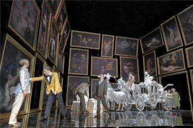 """Mit Prunk und Pointen: Regisseur Barrie Kosky hat für München einen angemessenen """"Rosenkavalier"""" auf die Bühne gestellt."""