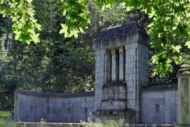 Das Wunderlich-Denkmal befindet sich im nördlichen Teil der Parkanlage. Von den Stadträten gibt es verschiedene Ansätze, wie sich eine Sanierung finanzieren lassen würde.