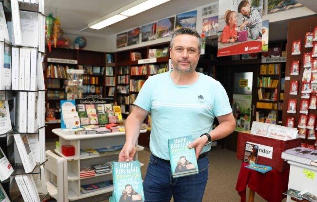 """Tom Wirker lenkt seit 2015 die Geschicke der Crimmitschauer """"Buchhandlung am Rathaus""""."""