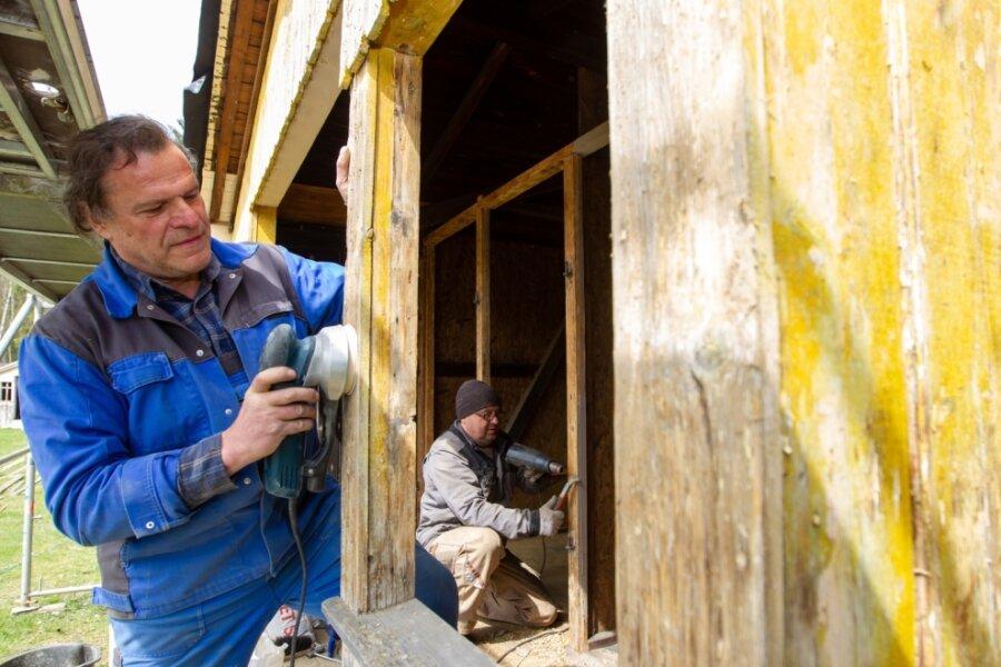 Bad: Sanierung von Umkleiden geht voran