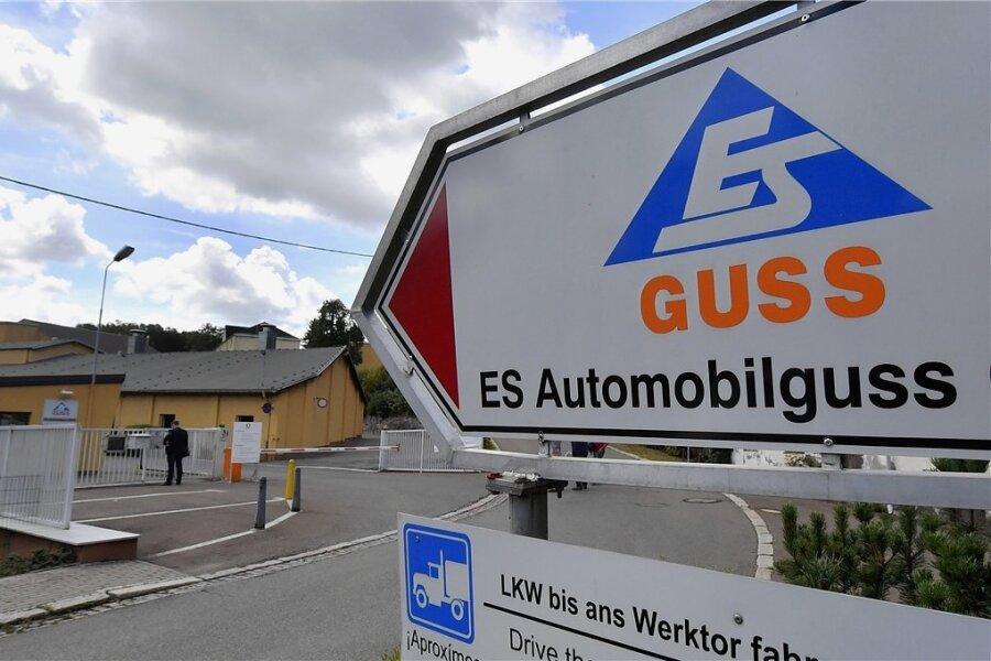 Blick auf das Werksgelände des Zulieferers ES Automobilguss in Schönheide. Dort gibt es jetzt wieder Entlassungen.