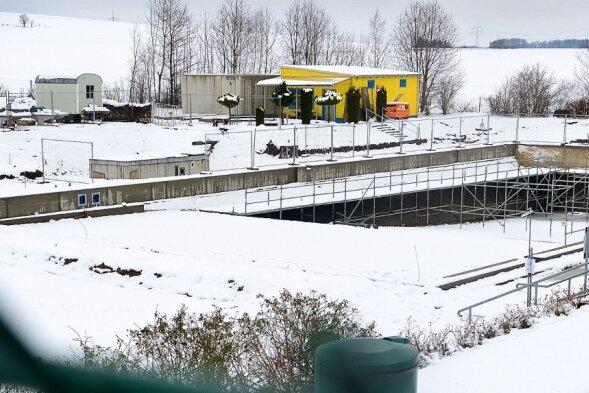 Seit September 2020 wird für knapp zwei Millionen Euro das Freibad in Hainichen saniert. Die Wiedereröffnung soll noch in diesem Sommer erfolgen.