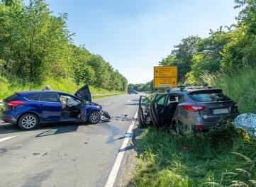 Der Ford und der Hyundai waren auf dem Autobahnzubringer bei Zwönitz zusammengestoßen.