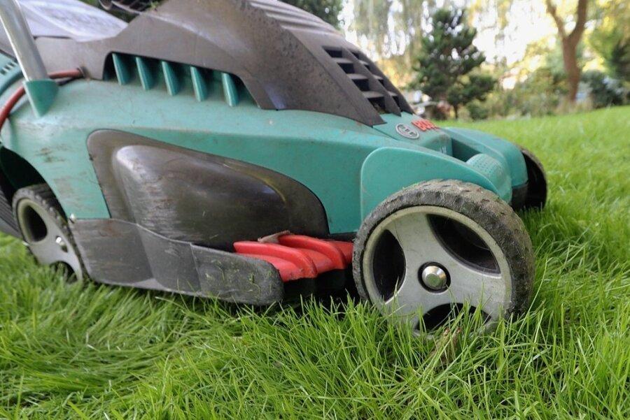 Wann bleibt der Rasenmäher laut Verordnung stumm? Diese Frage wollen Vertreter aus drei Kommunen klären. Foto: