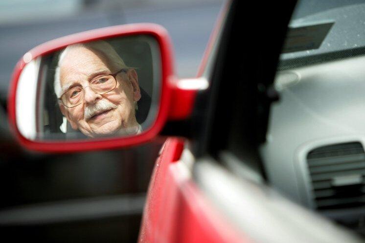 Fahren und fahren lassen: Senioren und der Führerschein