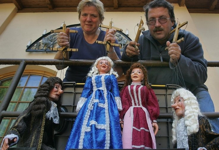 """<p class=""""artikelinhalt"""">Evelyn und Uwe Dombrowsky vom gleichnamigen Marionettentheater starten am Freitag in die neue Spielsaison unter Tage. </p>"""