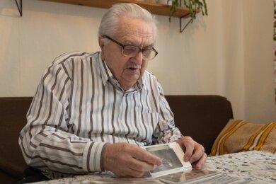 """Heinz Wagler schwelgt in Erinnerungen. Der 87-Jährige blickt auf ein turbulentes Leben zurück, in dem die """"Freie Presse"""" auch heute noch eine wichtige Rolle spielt."""