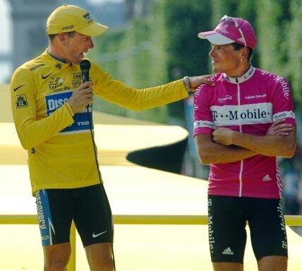 Lance Armstrong bietet Jan Ullrich seiner Hilfe an.