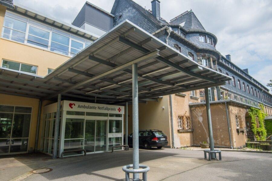Wie soll es mit dem ehemaligen Bergarbeiter-Krankenhaus in Schneeberg weitergehen? Der Umbau zum Gesundheitscampus ist vorerst vom Tisch, die Poliklinik soll jedoch erhalten bleiben.