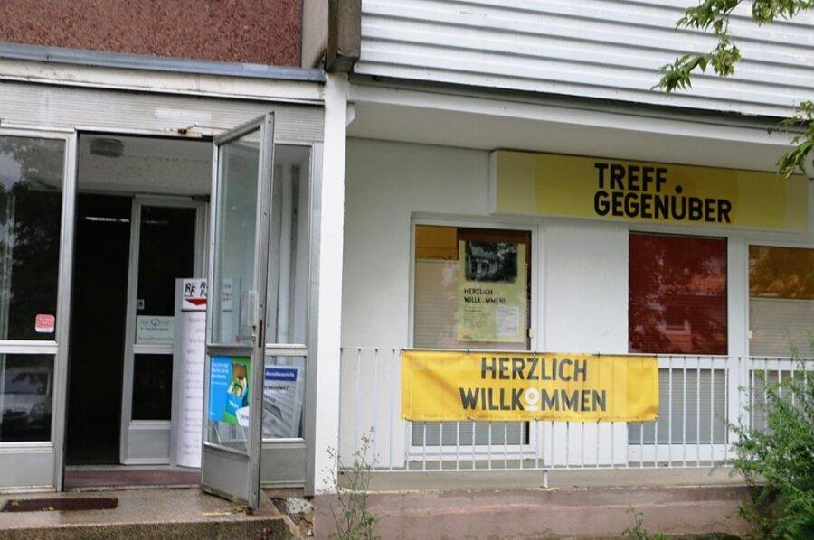 Das Transparent, das auf den neuen Treff an der Dr. Karl-Gelbke-Straße 2 am Chrieschwitzer Hang aufmerksam macht, hängt schon. Ende nächster Woche startet das Projekt.