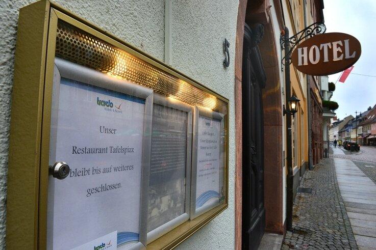 """Immer noch geschlossen: Das Restaurant """"Tafelspizz"""" im Hotel """"Deutsches Haus"""" in Mittweida kann zurzeit keine Gäste bewirten, denn es finden sich kein Koch und keine Köchin."""
