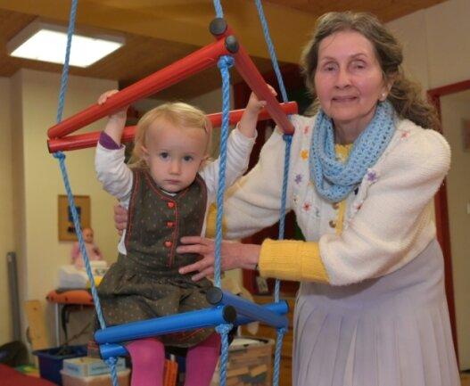 Auch von Natanja muss sich Ruth Kock-Reifschneider verabschieden. Sie gibt ihre Praxis für Ergotherapie aus Altersgründen auf.