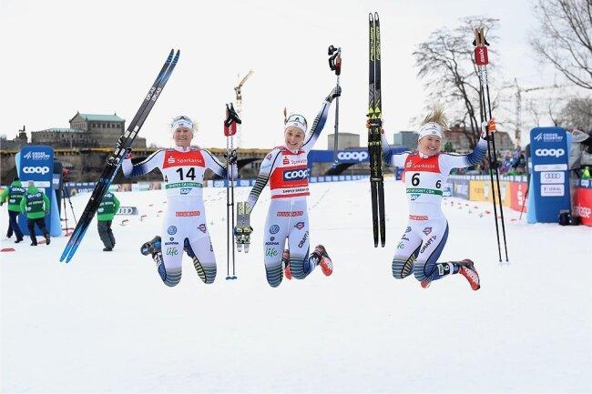 Schwedische Meisterschaften in Dresden: Freude pur bei Maja Dahlqvist, Stina Nilsson und Jonna Sundling (von links) nach dem Weltcupsprint am Elbufer.