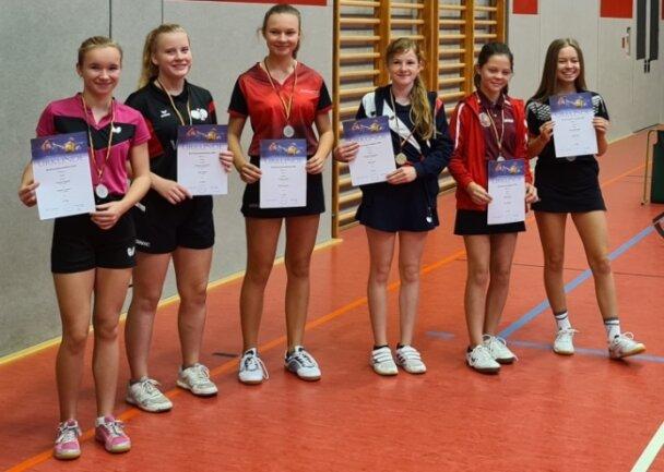 Die Medaillengewinnerinnen bei den Mädchen. Von links nach rechts: Nilufar Rudolf, Melanie Landrock, Juliane Kuhn, Chantal Prochnau, Paula Kober und Siena Meinhold.