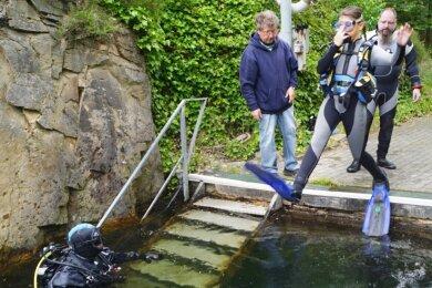 Mit einem Sprung ins kalte Wasser des Steinbruchsees am Giegenstein begann der praktische Teil des Jugendtauchlagers.