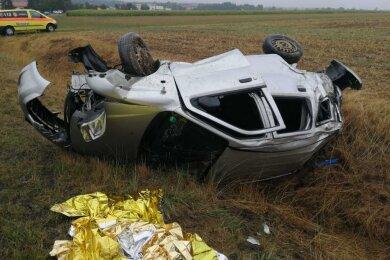 Zwei Schwerverletzte sind am Sonntagnachmittag nach einem Unfall auf der B 101 bei Großvoigtsberg ins Krankenhaus gebracht worden.