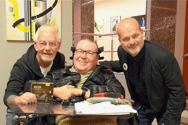 Olsenbande-Kultnacht: rechts Jes Holtsö, der erwachsen gewordene Filmknabe Børge, und links der Pianist Morten Wittrock - beide aus Dänemark. Klaus Hergert aus Limbach traf sie am Samstag im Neuberinhaus.