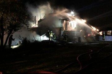 50 Feuerwehrleute kämpften in der Nacht zum 13. August gegen die Flammen.