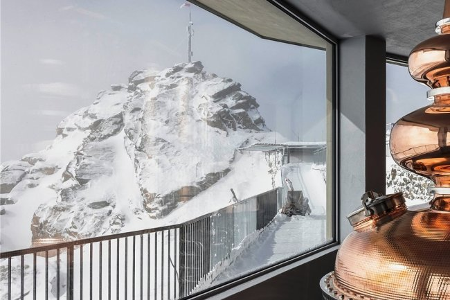 Hier entsteht Whisky mit Bergblick auf den Piz Bernina.