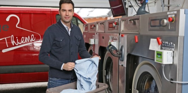Tom Thieme hat mit Jahresbeginn die Textilpflege Thieme in Zwickau-Brand, in der er seit 2005 arbeitet, von seiner Mutter übernommen.