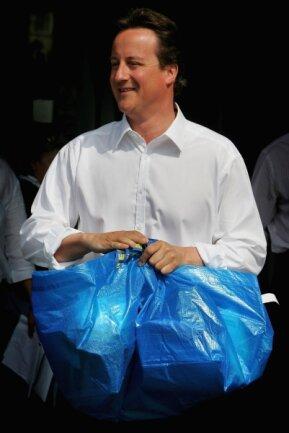 Nicht Nur Für Schotten: Der Britische Doch Noch Premier David Cameron Mit  Frakta