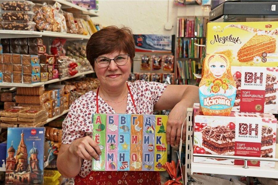 """Galina Dak betreibt seit 1997 den russischen Laden """"Sibirien"""" in der Zwickauer Bahnhofstraße. Oft kommen Kunden zu ihr, die beim Einkauf ihre Russischkenntnisse ausprobieren wollen."""