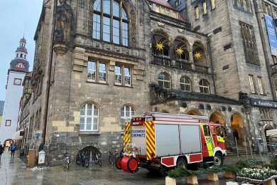 Wegen eines vermeintlichen Feueralarms ist das Neue Rathaus in Chemnitz am Nachmittag kurzzeitig geräumt worden.
