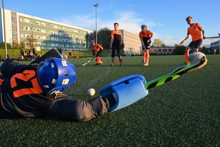 Hier werden Sieger gemacht: Die Hockeyspieler der U 12 des Chemnitzer Postsportvereins beim Training auf dem Kunstrasenplatz im Sportforum. Die Mannschaft wurde Mitteldeutscher Vizemeister.