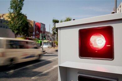 Die Stadt Annaberg kontrolliert selbst an bis zu 70 Tagen im Jahr, ob Temposünder auf den Straßen unterwegs sind. Nun kommt dafür ein neues Gerät zum Einsatz.