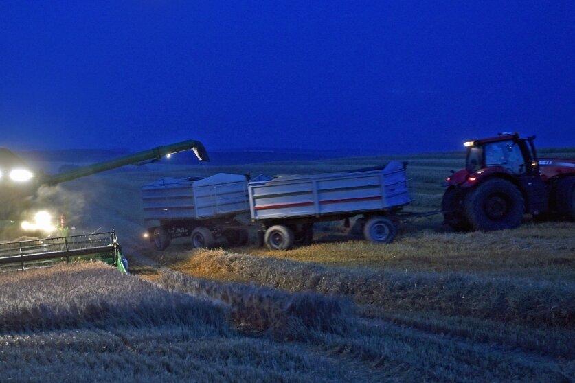 Landwirte ernten bis in die Nacht