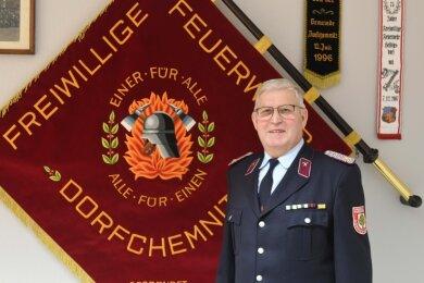 Die Feuerwehr von Dorfchemnitz feiert ihr 150-jähriges Bestehen. Frank Dienel ist seit 1971 dabei und war lange Zeit Wehrleiter.