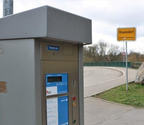 Anfang 2021 repariert: Der Parkautomat am Wehr zwischen Braunsdorf und Lichtenwalde zahlt sich wieder aus.