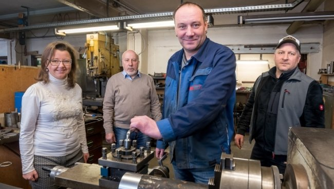 Susen Knabner, Klaus Eller, Jörg Eller und Rico Böhnke, der den Bereich Aufzugsbau leitet, bilden die Führungsriege der Fala Maschinenbau GmbH.