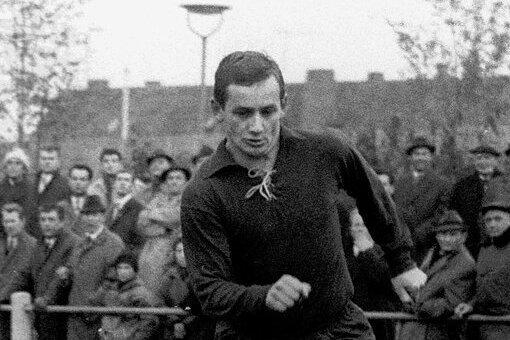Gerhard Faltermeier ist der erste Torschütze des Monats. Im März 1971 traf er für Jahn Regensburg per Freistoß gegen den VfR Mannheim.