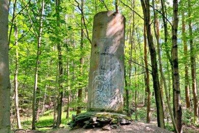 Keiner weiß genau, was es ist, oder was es mal werden sollte. Auf jeden Fall steht diese Säule schon lange am Rande des Weges von der Holzmühle zur Panzerstraße.