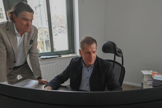 Gerd Göbelbecker (links) aus Dresden und Frank Steinert aus Chemnitzwollen dem historischen Fabrikkomplex am Mittweidaer Zschopauufer neues Leben einhauchen.