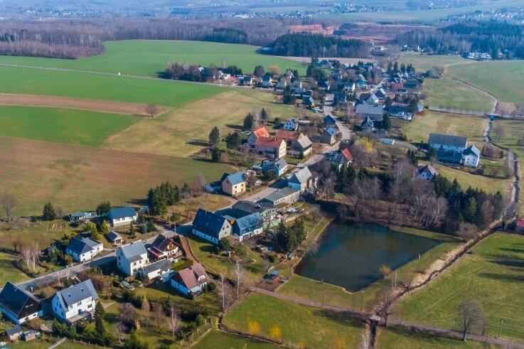 Leukersdorf von oben. Die Gemeinde will den Bereich erweitern, in dem gebaut werden darf.