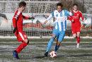 Maxim Pronichev (links) und Deji-Ousman Beyreuther kämpfen um den Ball.