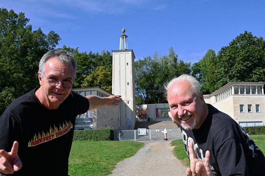 Die Musiker Hendrik Matthes (links) und Thomas Lang lassen am Samstag die Puppen tanzen. Sie veranstalten ein erstes Chemnitzer Rockfest auf der Küchwaldbühne - Wiederholung bei Erfolg nicht ausgeschlossen.