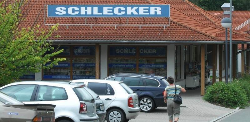 """<p class=""""artikelinhalt"""">Am Donnerstag hatte der Schleckermarkt in der Äußeren Crimmitschauer Straße wieder normal geöffnet. Am Mittwochabend wurde das Geschäft überfallen </p>"""
