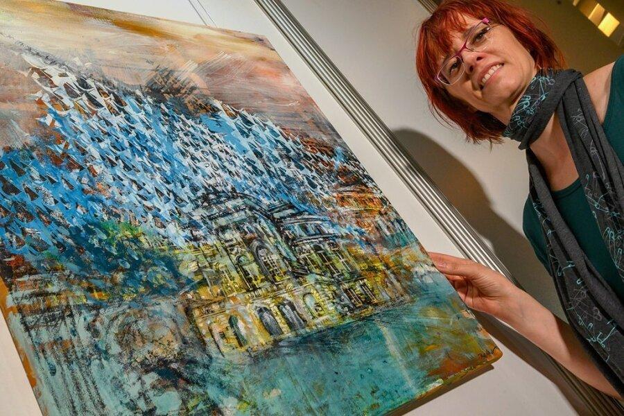 """Peggy Albrecht vom Chemnitzer Künstlerbund zeigt """"Spannung"""", eine Arbeit mit Mischtechnik aus diesem Jahr, und bezieht sich auch auf das Opernhaus."""
